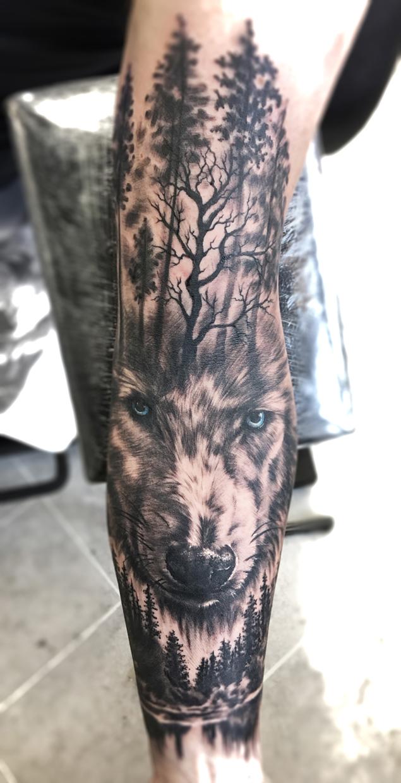 Caffeine Tattoo Realistyczny Tatuaż Wilk Z Lasem By Kasia